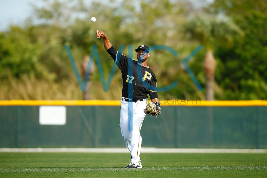Elias Diaz #32 of the Pittsburgh Pirates works out during spring training at Pirate City in Bradenton, Florida on February 23, 2016. (Photo by Jared Wickerham / DKPS)