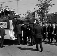 Les Funerailles du pompier mort dans l'incendie sur la rue Saint-Jean sont celebrees le 15 juin 1966.<br /> <br /> Des photos de cet incendie sont aussi disponibles.<br /> <br /> PHOTO :  Agence Quebec Presse - Photo Moderne