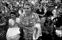 La MEZ, Missione Evangelica Zigana,  nasce in Italia intorno agli anni 80. Oggi la MEZ, associata alle Assemblee di Dio in Italia (A.D.I.) conta oggi circa duemila aderenti, in maggior parte Sinti italiani. Attualmente i pastori consacrati sono quaranta; sei di essi svolgono attività missionaria in alcuni paesi dell'Europa dell'Est (Slovenia, Serbia, Slovacchia, Ungheria e Romania) allo scopo di evangelizzare le comunità Rom e Sinti di quelle regioni.