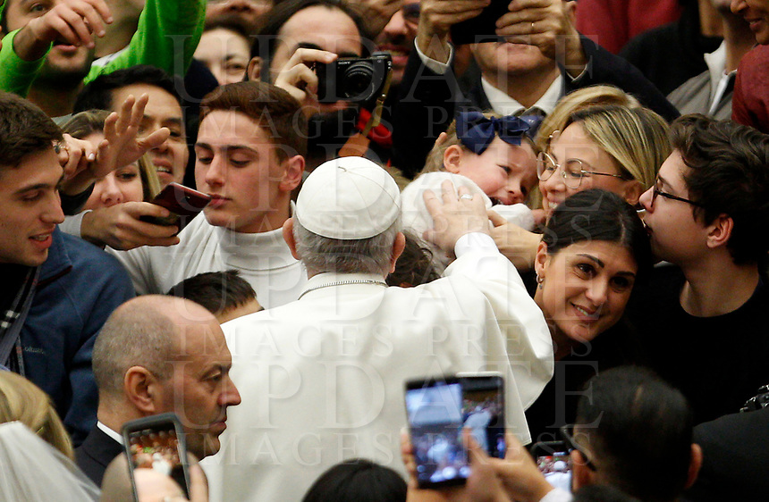 Pope Francis greets a child as he arrives to attend his weekly general audience in the Paul VI hall at the Vatican, January 22, 2020.<br /> UPDATE IMAGES PRESS/Riccardo De Luca<br /> STRICTLY ONLY FOR EDITORIAL USE