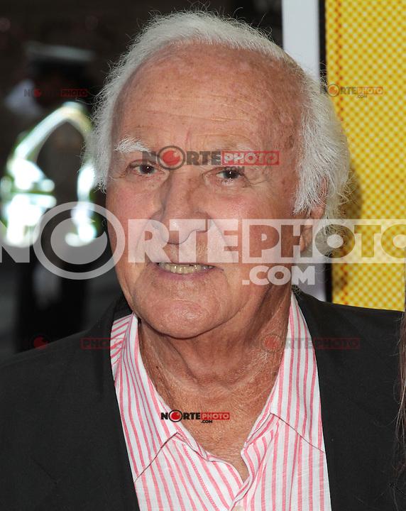 LOS ANGELES, CA - AUGUST 14: Robert Loggia arrives at the 'Hit & Run' Los Angeles Premiere on August 14, 2012 in Los Angeles, California. MPI21 / Mediapunchinc /NortePhoto.com<br /> <br /> **CREDITO*OBLIGATORIO** *No*Venta*A*Terceros*<br /> *No*Sale*So*third* ***No*Se*Permite*Hacer Archivo***No*Sale*So*third*