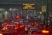- city traffic in Milan....- traffico urbano a Milano