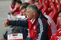 Trainer Kurt Niedermayer (FC Bayern M¸nchen) gibt Anweisungen