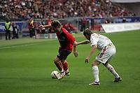 Vratislav Gresko (Bayer Leverkusen) zieht Albert Streit (Eintracht Frankfurt) am Trikot - Freistoß für Frankfurt zum 2:1