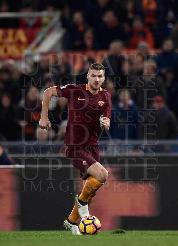 Calcio, Serie A: Roma vs Milan. Roma, stadio Olimpico, 12 dicembre 2016.<br /> Roma's Edin Dzeko in action during the Italian Serie A football match between Roma and AC Milan at Rome's Olympic stadium, 12 December 2016.<br /> UPDATE IMAGES PRESS/Isabella Bonotto