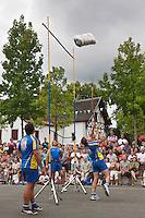 Europe/France/Aquitaine/64/Pyrénées-Atlantiques/Pays-Basque/Mauléon-Licharre: lors de la Fête de l'Espadrille le  15 Aout -  Force basque - Lancre du ballot de paille [Non destiné à un usage publicitaire - Not intended for an advertising use]