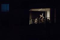 CALI - COLOMBIA, 29-03-2020: Habitantes en Cali durante el sexto día de la cuarentena total en el territorio colombiano causada por la pandemia del Coronavirus, COVID-19. / Citizens in Cali during the sixth day of total quarantine in Colombian territory caused by the Coronavirus pandemic, COVID-19. Photo: VizzorImage / Gabriel Aponte / Staff