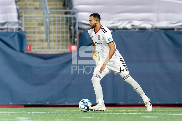 FOXBOROUGH, MA - SEPTEMBER 09: Jason Ramos #4 of Chattanooga Red Wolves SC looks to pass during a game between Chattanooga Red Wolves SC and New England Revolution II at Gillette Stadium on September 09, 2020 in Foxborough, Massachusetts.