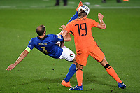 Giorgio Chiellini of Italy and Luuk de Jong of Netherlands compete for the ball during the Uefa Nation A League Group 1 football match between Italy and Netherlands at Atleti azzurri d Italia Stadium in Bergamo (Italy), October, 14, 2020. Photo Andrea Staccioli / Insidefoto