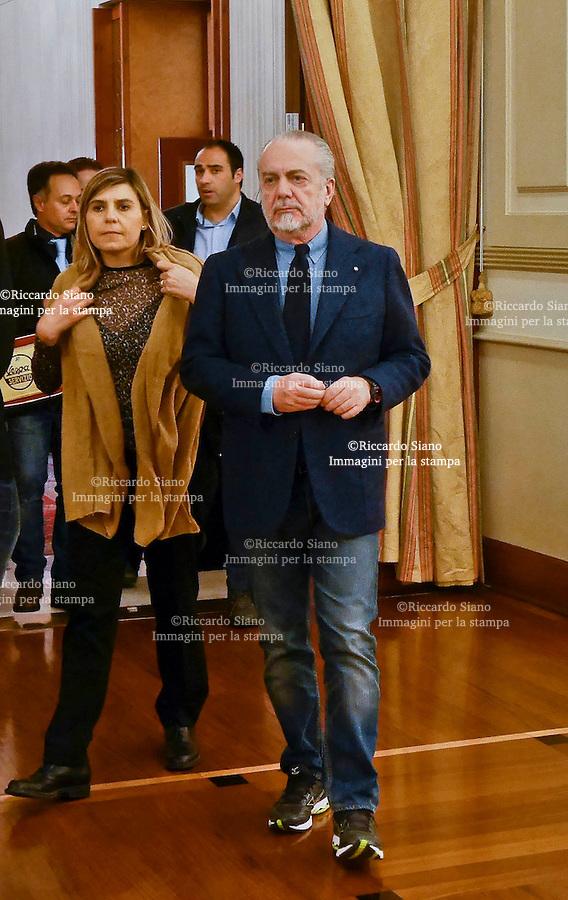 - NAPOLI 8 FEB  -  Aurelio e Luigi De Laurentiis hanno presentato all'hotel Vesuvio il  film  sotto una buona stella con Carlo Verdone e Paola Cortellesi