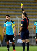 BOGOTA - COLOMBIA -19 -03-2016: Andres Rojas (Der.), arbitro, muestra tarjeta amarillaa Stalin Motta (Izq.) jugador de La Equidad, durante partido entre Fortaleza FC y La Equidad por la fecha 10 de la Liga Aguila I-2016, jugado en el estadio Metropolitano de Techo de la ciudad de Bogota. / Andres Rojas (R), referee, shows yellow card to Stalin Motta (L) player of La Equidad, during a match between Fortaleza FC and La Equidad for the date 10 of the Liga Aguila I-2016 at the Metropolitano de Techo Stadium in Bogota city, Photo: VizzorImage  / Luis Ramirez / Staff.