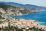 France, Provence-Alpes-Côte d'Azur, Menton: view across Menton towards the Ligurian Coast   Frankreich, Provence-Alpes-Côte d'Azur, Menton: Blick ueber Menton und weiter zur Ligurischen Kueste