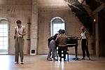 I want you<br /> Recherche artistique collaborative Simone Mousset, chorégraphe et Macha Gharibian, compositrice<br /> Marie Albert, Victor Brecard, Théo Le Bruman, Emilia Saavedra danse<br /> Date : 30/08/2019<br /> Lieu Fondation Royaumont - Grand comble<br /> Cadre : Prototype VI<br /> <br /> Un piano, un micro, quatre interprètes. Dans ce projet qui mêle texte, voix et danse et tient autant du concert que de la danse et de la performance, les interprètes se déhanchent lascivement, parlent, crient, chantent. Qu'est-ce qui fascine autant dans une figure de chanteur ? Quelle est la puissance de cette icône, le fantasme qu'il ou elle produit, le pouvoir qu'il ou elle peut prendre ? Quel est son besoin d'être sur scène, d'être regardé, aimé ? C'est autour de ces questions communes qu'ont décidé de travailler Simone Mousset et Macha Gharibian. Elles tentent de débusquer derrière le cliché<br /> - qui comporte sa part de vérité - une part de sincérité chez l'interprète, un lâcher-prise sans lequel la puissance (vocale, émotionnelle, corporelle, psychologique et politique) ne pourrait pas opérer.