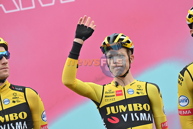 Steven Kruijswijk (NED) Team Jumbo-Visma at sign on before the start of Stage 9 of the 103rd edition of the Giro d'Italia 2020 running 208km from San Salvo to Roccaraso (Aremogna), Sicily, Italy. 11th October 2020.  <br /> Picture: LaPresse/Gian Mattia D'Alberto | Cyclefile<br /> <br /> All photos usage must carry mandatory copyright credit (© Cyclefile | LaPresse/Gian Mattia D'Alberto)