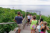 Besucher des Valaste-Wasserfall man der Nordküste, Estland, Europa