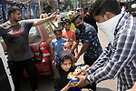 A little girl receives her breakfast from one of the members of Kolkata police who are distributing breakfast among the poors of the locality. India is going through a 21 days lockout for Corona virus pandemic. Kolkata, West Bengal, India. Arindam Mukherjee