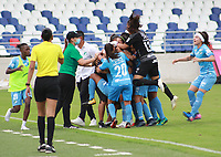 BARRANQUIILLA - COLOMBIA, 20-11-2020: Atlético Junior y Deportivo Cali en partido por la fecha 6 de la Liga Femenina BetPlay DIMAYOR 2020 jugado en el estadio Romelio Martínez de la ciudad de Barranquilla. / Atletico Junior and Deportivo Cali in match for the date 6 as part of Women's League BetPlay DIMAYOR 2020 played at Romelio Martinez stadium in Barranquilla city.  Photo: VizzorImage / Jairo Cassiani / Cont