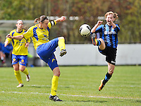Club Brugge Dames - STVV Sint Truidense VV : Lore Vanschoenwinkel in duel met Yana Haesebroek.foto DAVID CATRY / Nikonpro.be