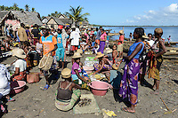 MADAGASCAR, Mananjary, tribe ANTAMBAHOAKA, fady, according to the rules of their ancestors twin children are a taboo and not accepted in the society, fishing village ANILAVINARY / MADAGASKAR, Zwillinge sind ein Fady oder Tabu beim Stamm der ANTAMBAHOAKA in der Region Mananjary, Fischerdorf ANILAVINARY