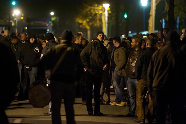Etwa 120 Rechtsradikale von der NPD und deren Sympathiesanten marschierte am Freitag den 9. November 2012 in Wolgast auf, um gegen ein Fluechtlingsheim zu protestieren. Der Aufmarsch kam wegen Sitzblockaden von Anwohnern und antifaschistischen Gruppen nur ca. 2 Kilometer weit und wurde abgebrochen.<br /> An den Sitzblockaden kam es vereinzelt zu Rangeleien zwischen Blockieren und Polizei.<br /> Bildmitte rechts vom Trommler: Stefan Koester, hauptamtlicher Bundesgeschaeftsfuehrer, Landesvorsitzender des NPD-Landesverbandes Mecklenburg-Vorpommern und Landtagsabgeordneter im Landesparlament in Schwerin.<br /> 9.11.2012, Berlin<br /> Copyright: Christian-Ditsch.de<br /> [Inhaltsveraendernde Manipulation des Fotos nur nach ausdruecklicher Genehmigung des Fotografen. Vereinbarungen ueber Abtretung von Persoenlichkeitsrechten/Model Release der abgebildeten Person/Personen liegen nicht vor. NO MODEL RELEASE! Nur fuer Redaktionelle Zwecke. Don't publish without copyright Christian-Ditsch.de, Veroeffentlichung nur mit Fotografennennung, sowie gegen Honorar, MwSt. und Beleg. Konto: I N G - D i B a, IBAN DE58500105175400192269, BIC INGDDEFFXXX, Kontakt: post@christian-ditsch.de<br /> Bei der Bearbeitung der Dateiinformationen darf die Urheberkennzeichnung in den EXIF- und  IPTC-Daten nicht entfernt werden, diese sind in digitalen Medien nach §95c UrhG rechtlich geschuetzt. Der Urhebervermerk wird gemaess §13 UrhG verlangt.]