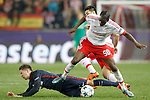 Atletico de Madrid's Luciano Vietto (l) and SL Benfica's Nelson Semedo during Champions League 2015/2016 match. September 30,2015. (ALTERPHOTOS/Acero)