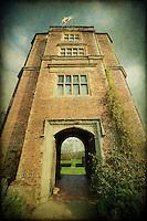 The Elizabethan Tower at Sissinghurst Castle Garden in Kent, United Kingdom http://www.vivecakohphotography.co.uk/2011/11/07/the-tower/