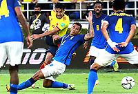 BARRANQUILLA – COLOMBIA, 10-10-2021: Falcao de Colombia (COL) y Danilo de Brasil (BRA) dispután el balón durante partido entre los seleccionados de Colombia (COL) y Brasil (BRA), de la fecha 10 por la clasificatoria a la Copa Mundo FIFA Catar 2022, jugado en el estadio Metropolitano Roberto Meléndez en la ciudad de Barranquilla. / Falcao of Colombia (COL) and Danilo of Brasil (BRA) vie for the ball during match between the teams of Colombia (COL) and Brasil (BRA), of the 10th date for the FIFA World Cup Qatar 2022 Qualifier, played at Metropolitan stadium Roberto Melendez in Barranquilla city. Photo: VizzorImage / Jairo Cassiani / Contribuidor
