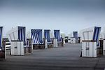 Europa, DEU, Deutschland, Schleswig-Holstein, Nordsee, Nordfriesische Inseln, Nordfriesland, Kampen, Nordseeinsel Sylt, Kampener Strand, Strandkoerbe, Kategorien und Themen, Tourismus, Touristik, Touristisch, Urlaub, Reisen, Reisen, Ferien, Urlaubsreise, Freizeit, Wetter, Wetterelemente, Wetterlage, Wetterkunde, Witterung, Witterungsbedingungen, Wettererscheinungen, Meteorologie, Wettervorhersage<br /> <br /> [Fuer die Nutzung gelten die jeweils gueltigen Allgemeinen Liefer-und Geschaeftsbedingungen. Nutzung nur gegen Verwendungsmeldung und Nachweis. Download der AGB unter http://www.image-box.com oder werden auf Anfrage zugesendet. Freigabe ist vorher erforderlich. Jede Nutzung des Fotos ist honorarpflichtig gemaess derzeit gueltiger MFM Liste - Kontakt, Uwe Schmid-Fotografie, Duisburg, Tel. (+49).2065.677997, archiv@image-box.com, www.image-box.com]