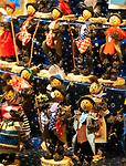 Deutschland, Bayern, Oberbayern, Wallfahrtsort Altoetting: Christkindlmarkt auf dem Kapellplatz, Zwetschgenmanderl | Germany, Bavaria, Upper Bavaria, pilgrimage place Altoetting: Christmas Market at Kapell Square, speciality Zwetschgenmanderl - a mascot of a chimney sweep whose body is made of dried prunes