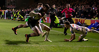 Harlequins' Nathan Earle scores his side's second try<br /> <br /> Photographer Bob Bradford/CameraSport<br /> <br /> Gallagher Premiership Round 9 - Harlequins v Exeter Chiefs - Friday 30th November 2018 - Twickenham Stoop - London<br /> <br /> World Copyright © 2018 CameraSport. All rights reserved. 43 Linden Ave. Countesthorpe. Leicester. England. LE8 5PG - Tel: +44 (0) 116 277 4147 - admin@camerasport.com - www.camerasport.com