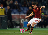 Calcio, Serie A: Roma vs Fiorentina. Roma, stadio Olimpico, 4 marzo 2016.<br /> Roma's Alessandro Florenzi kicks the ball during the Italian Serie A football match between Roma and Fiorentina at Rome's Olympic stadium, 4 March 2016.<br /> UPDATE IMAGES PRESS/Riccardo De Luca
