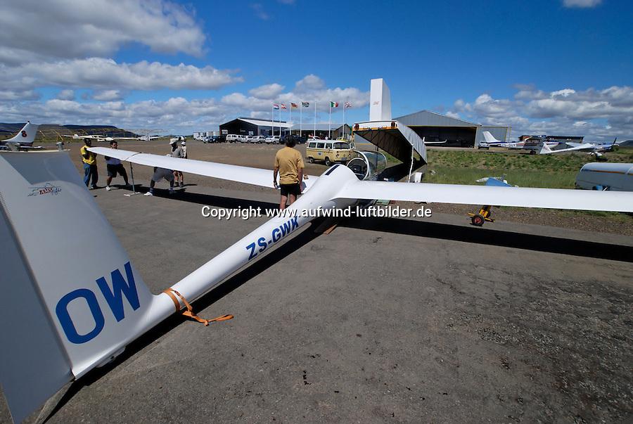 Aufruesten: AFRIKA, SUEDAFRIKA, 17.12.2007: DG 500, Aufruesten, Gariepdam, zusammenbauen, montieren, Flaeche, Rumpf, Aufwind-Luftbilder