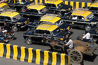 INDIA Mumbai, premier taxi and bullock cart on the road in front of VT station / INDIEN Mumbai Bombay , Strassenverkehr mit Taxi und Ochsenkarren am Victoria terminus Bahnhof