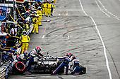 #15: Graham Rahal, Rahal Letterman Lanigan Racing Honda pit stop