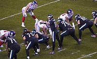 quarterback Carson Wentz (11) of the Philadelphia Eagles gibt Anweisungen - 09.12.2019: Philadelphia Eagles vs. New York Giants, Monday Night Football, Lincoln Financial Field
