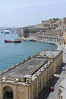 Blick von Lower Barracca Garden auf Fischhalle in Valletta, Malta, Europa, Unesco-Weltkulturerbe