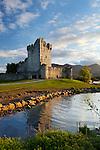 Ireland, County Kerry, near Killarney, Killarney National Park: Ross Castle on Lough Leane | Irland, County Kerry, bei Killarney, Killarney National Park: Ross Castle am Lough Leane