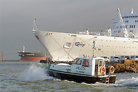 - merchant ship in Livorno harbour....- navi mercantili nel porto di Livorno