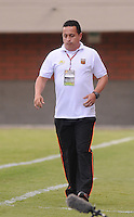 ENVIGADO -COLOMBIA-26-07-2014. Juan Carlos Sanchez técnico de Envigado FC disputa durante el partido con Deportes Tolima por la fecha 2 de la Liga Postobón II 2014 realizado en el Polideportivo Sur de la ciudad de Envigado./ Juan Carlos Sanchez coach of Envigado FC during the match against Deportes Tolima for the second date of the Postobon League II 2014 at Polideportivo Sur in Envigado city.  Photo: VizzorImage/Luis Ríos/STR