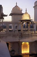 """Asie/Inde/Rajasthan/Udaipur: Hôtel """"Taj Lake Palace"""" sur le lac Pichola - La terrasse"""
