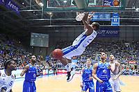 Alley-Oop Dunking von Quantez Robertson (Fraport Skyliners) - 12.03.2017: Fraport Skyliners vs. Basketball Löwen Braunschweig, Fraport Arena Frankfurt