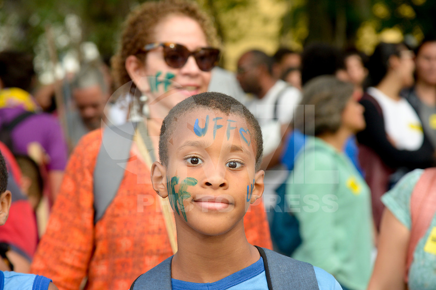 NITERÓI, RJ, 08.05.2019 - PROTESTO-RJ - Manifestação contra o corte de verbas da educação na Universidade Federal Fluminense (UFF), em Niterói região metropolitana do Rio de Janeiro, nesta quarta-feira, 08. (Foto: Clever Felix/Brazil Photo Press)
