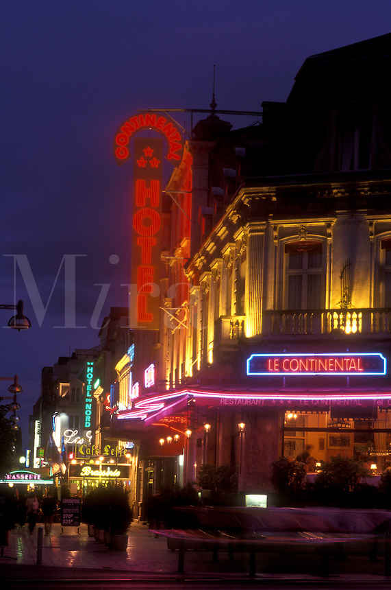 AJ1657, Reims, Champagne Region, France, Marne, Europe, Hotel and restaurant in downtown Reims illuminated at night in France.