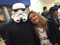 Querétaro, Qro. 16 de Diciembre de 2015.- A unos minutos del estreno mundial de la película Star Wars, Episodio VII, El Despertar de la Fuerza; los cines de la capital del estado se abarrotan de fans de la saga. <br /> <br /> <br /> Foto: Demian Chávez.