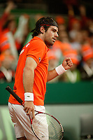 10-2-06, Netherlands, tennis, Amsterdam, Daviscup.Netherlands Russia, Raemon Sluiter pumps himself up against Dmitry Tursonov