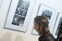 """Eroeffnung der Fotoausstellung """"Das Einfache"""" mit Fotografien des Fotografen Horst Sturm in der Ladengalerie der Tageszeitung junge Welt.<br /> 13.4.2016, Berlin<br /> Copyright: Christian-Ditsch.de<br /> [Inhaltsveraendernde Manipulation des Fotos nur nach ausdruecklicher Genehmigung des Fotografen. Vereinbarungen ueber Abtretung von Persoenlichkeitsrechten/Model Release der abgebildeten Person/Personen liegen nicht vor. NO MODEL RELEASE! Nur fuer Redaktionelle Zwecke. Don't publish without copyright Christian-Ditsch.de, Veroeffentlichung nur mit Fotografennennung, sowie gegen Honorar, MwSt. und Beleg. Konto: I N G - D i B a, IBAN DE58500105175400192269, BIC INGDDEFFXXX, Kontakt: post@christian-ditsch.de<br /> Bei der Bearbeitung der Dateiinformationen darf die Urheberkennzeichnung in den EXIF- und  IPTC-Daten nicht entfernt werden, diese sind in digitalen Medien nach §95c UrhG rechtlich geschuetzt. Der Urhebervermerk wird gemaess §13 UrhG verlangt.]"""