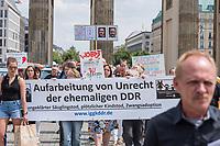 """Die """"Interessengemeinschaft gestohlene Kinder der DDR"""" veranstaltete am Freitag den 21. Juni 2019 in Berlin einen Schweigemarsch zur """"Aufarbeitung von DDR-Unrecht"""". Die Betroffenen von Zwangsadoptionen und ungeklaertem Saeuglingstod protestierten gegen die Verjaehrung des ihnen widerfahrenen Unrechts.<br /> 21.6.2019, Berlin<br /> Copyright: Christian-Ditsch.de<br /> [Inhaltsveraendernde Manipulation des Fotos nur nach ausdruecklicher Genehmigung des Fotografen. Vereinbarungen ueber Abtretung von Persoenlichkeitsrechten/Model Release der abgebildeten Person/Personen liegen nicht vor. NO MODEL RELEASE! Nur fuer Redaktionelle Zwecke. Don't publish without copyright Christian-Ditsch.de, Veroeffentlichung nur mit Fotografennennung, sowie gegen Honorar, MwSt. und Beleg. Konto: I N G - D i B a, IBAN DE58500105175400192269, BIC INGDDEFFXXX, Kontakt: post@christian-ditsch.de<br /> Bei der Bearbeitung der Dateiinformationen darf die Urheberkennzeichnung in den EXIF- und  IPTC-Daten nicht entfernt werden, diese sind in digitalen Medien nach §95c UrhG rechtlich geschuetzt. Der Urhebervermerk wird gemaess §13 UrhG verlangt.]"""