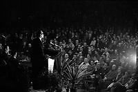 20 Mai 1969. Vue de Valéry Giscard d'Estaing lors d'un discours dans une salle toulousaine.