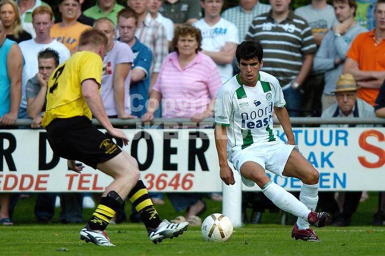 veelerveen - groningen voorbereiding seizoen 2007-2008 17-07-2007 vd laak in duel