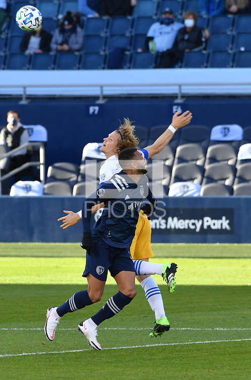 KANSAS CITY, KS - NOVEMBER 22: Khiry Shelton #11 of Sporting KC and Florian Jungwirth #23 of the San Jose Earthquakes fight for a header before a game between San Jose Earthquakes and Sporting Kansas City at Children's Mercy Park on November 22, 2020 in Kansas City, Kansas.
